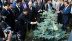 Генсек ЦК КПВ посадил дерево Дружбы