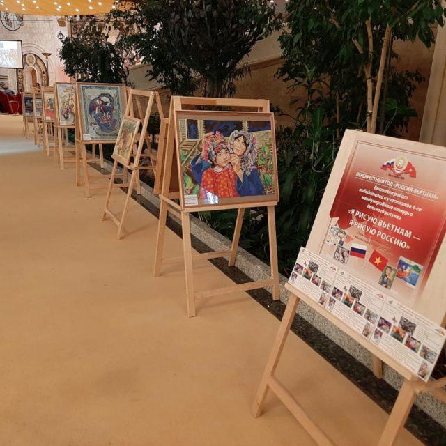 Работы участников конкурса детского рисунка «Я рисую Вьетнам — Я рисую Россию» в Храме Христа Спасителя