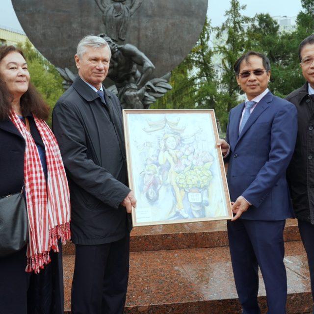 «Солнечные люди» в подарок министру иностранных дел СРВ